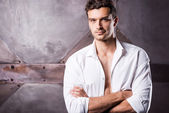 Man in unbuttoned shirt — Stock Photo