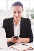 Business lady with mobile phone. — Stock Photo