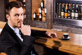 Man in formalwear sitting at the bar — Stock Photo