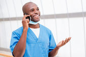 African doctor talking on the mobile phone — Foto de Stock