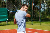 Concentrate young man holding tennis racket — Stock Photo