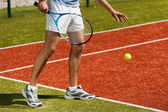 Tennis player preparing to serve ball — Stock Photo