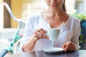 Attractive young woman drinking coffee — Stock Photo