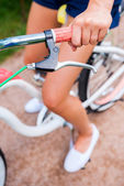 женщина, езде на велосипеде, винтаж — Стоковое фото