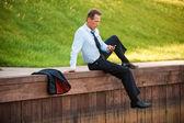 Mature businessman holding mobile phone — Zdjęcie stockowe