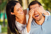 Woman covering eyes of her boyfriend — Stockfoto