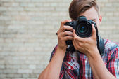 Man focusing  with his digital camera — Stock Photo