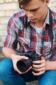 Cámara examinar fotógrafo. — Foto de Stock