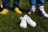 Baby schoenen voor toekomstige ouders — Stockfoto