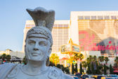 Gladiator statue in front of luxurious hotel — Stock Photo