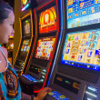 Tourist winning at slot machines — Stock Photo