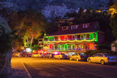 Night view of The Inn at Castle Rock — Stock Photo