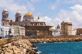 Cadiz Cathedral and Atlantic Ocean — 图库照片