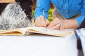 подписание гостевая книга — Стоковое фото