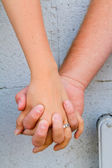 Couple Holds Hands — Stock Photo