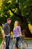 バイクとカップルします。 — ストック写真
