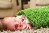 Garçon nouveau-né endormi — Photo