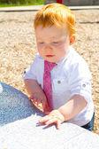 Chłopiec dziecko na placu zabaw — Zdjęcie stockowe