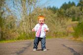 Primeiros passos de bebê — Foto Stock