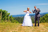 Bride and Groom Thumbs Up — Stock Photo