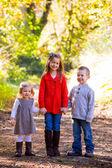 Tre unga syskon — Stockfoto