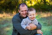 Padre e hijo al aire libre — Foto de Stock