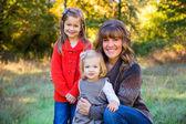 Madre y dos hijas — Foto de Stock