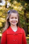 Dziewczyna w czerwonym swetrze portret — Zdjęcie stockowe