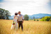 Wedding Couple in Field — Stock Photo