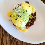 ������, ������: Eggs Benedict Crab Cakes
