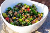 Paleo diet quinoasallad grönkål — Stockfoto