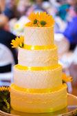White and Yellow Wedding Reception Cake — Stock Photo