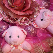 Pink Teddy bears and artificial flower in the Christmas composit — Stock Photo