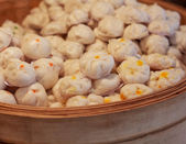Street food booth selling Chinese specialty Steamed Dumplings in Beijing, China — Stock Photo