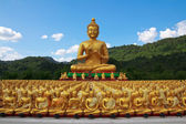 Many buddha statue under blue sky in temple, Nakornnayok , Thail — Stock Photo