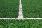 Campo de fútbol con líneas blancas sobre hierba — Foto de Stock