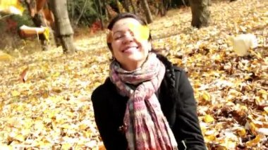 Portrait of a beautiful girl in the autumn forest — Stock Video