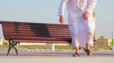 Muslim man,Muslim man rests, contemplates — Vídeo de Stock