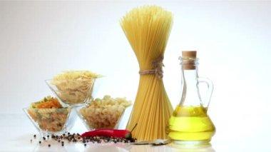 Italian spaghetti, Italian pasta ingredients — Stock Video