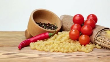 Italian spaghetti, Italian pasta ingredients — Stock Video
