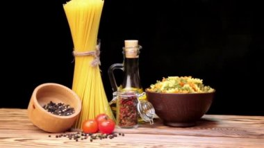 Spaghetti italiani, ingredienti pasta italiana — Video Stock
