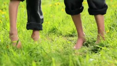 Children playing on the grass,Children jump, somersault, run. — Stock Video