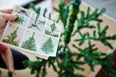 How to shape an artifical Christmas tree — Stock Photo