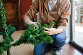 How to shape an artifical Christmas tree — Stock Photo