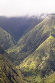 Hawaiian Mountains In The Clouds — Stock Photo