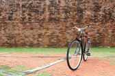 Bicycle and brick wall — Stock Photo