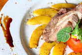 Rack of lamb with grilled peach — Stockfoto