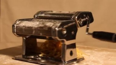 Pasta maker with noodles spinning on a wooden board — Stock Video