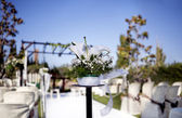 Beautiful ceremony venue with flowers and blue sky — Photo