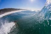 Surfen surfer unten dreht sich die welle — Stockfoto